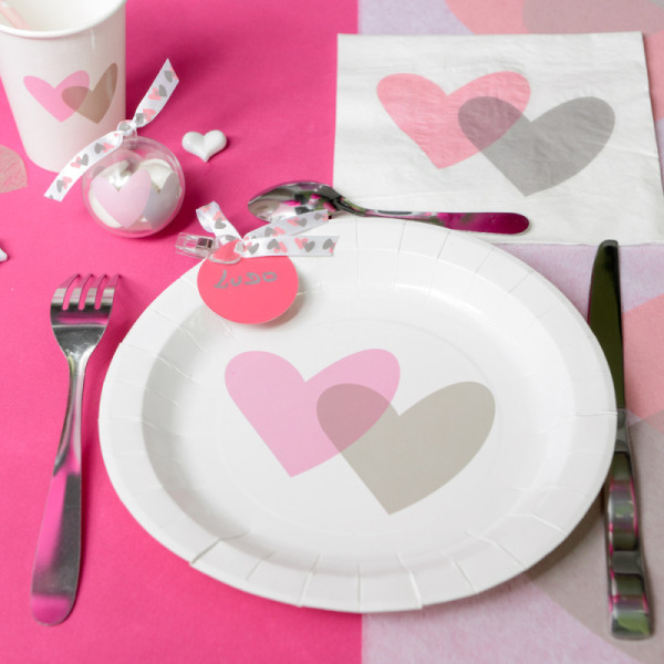 10 assiettes coeurs en carton - rose