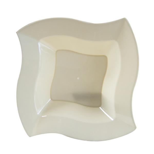 10 assiettes en plastique rigide carrées crème 22 cm