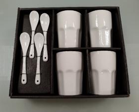 tasses a thé et leurs cuillères en porcelaine potiron paris