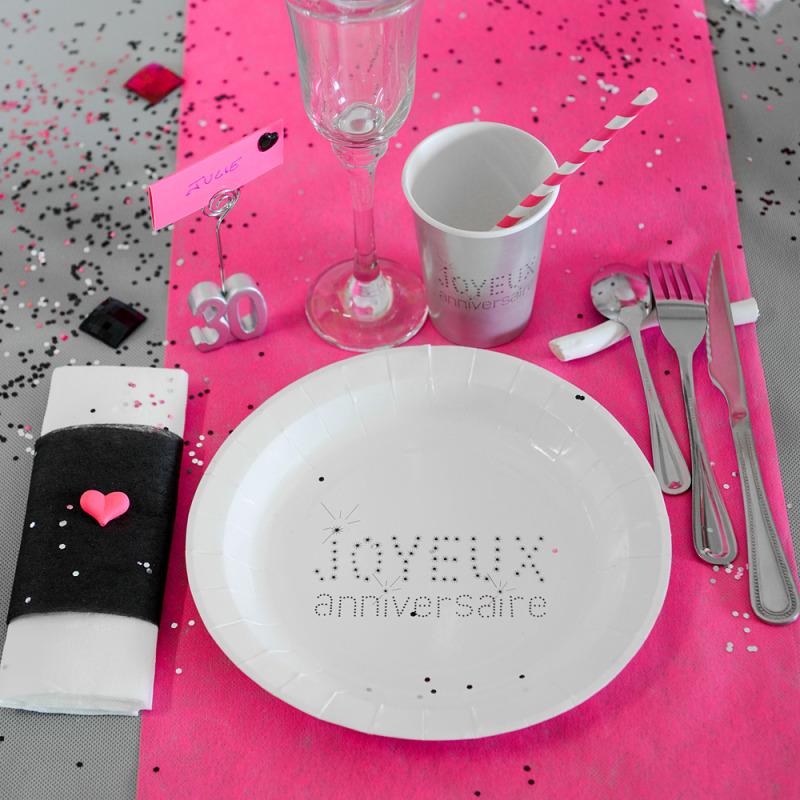 10 assiettes joyeux anniversaire en carton blanc. Black Bedroom Furniture Sets. Home Design Ideas